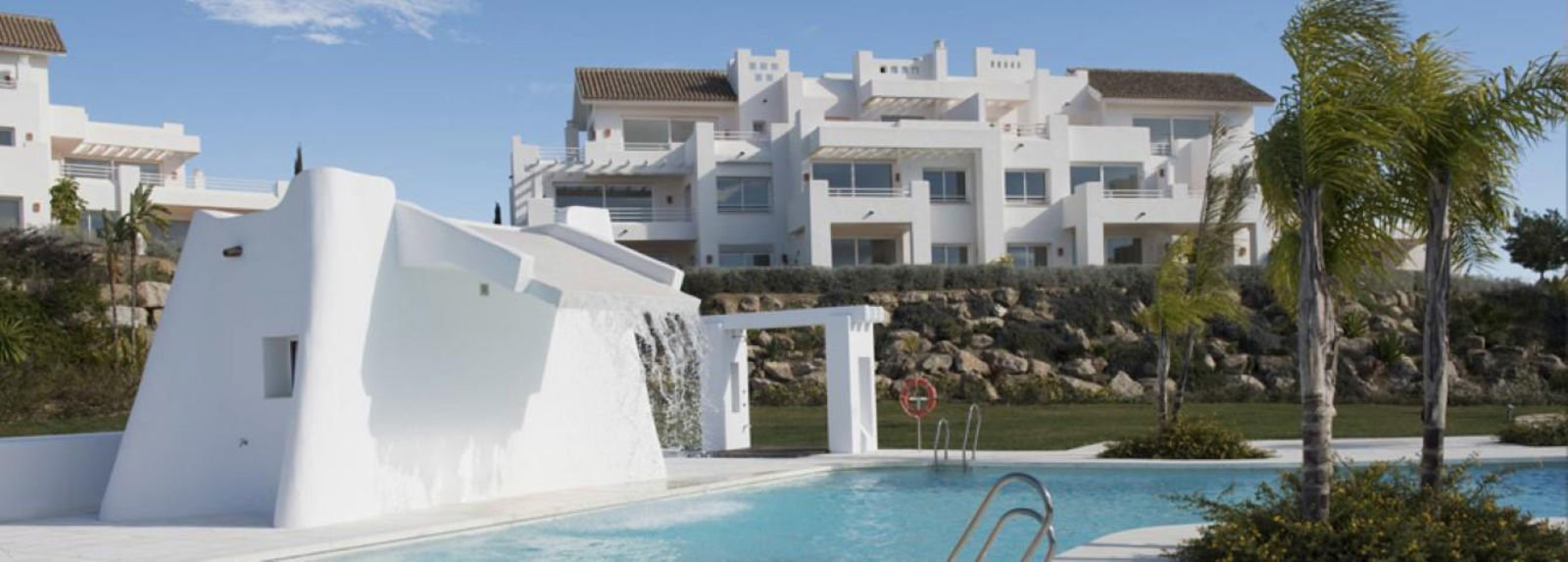 Nice new apartments at a beautiful oasis in Casares Estepona, living exclusive! Alcazaba Lagoon